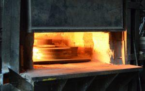 Glühen von Stahlzuschnitten im hauseigenen Ofen